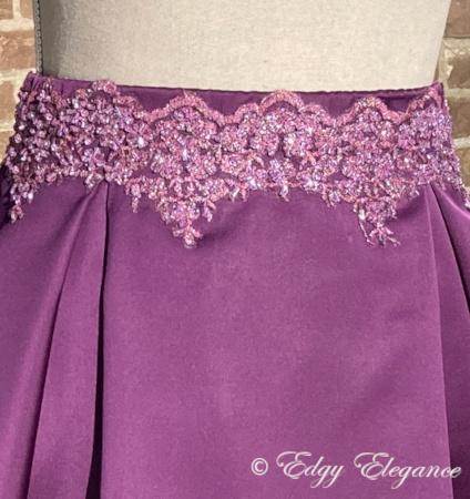 Pleat_skirt_satin_purple_close_up