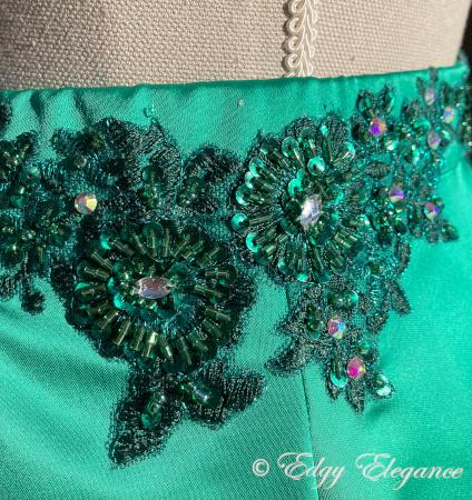 Satin_skirt_green_close_up