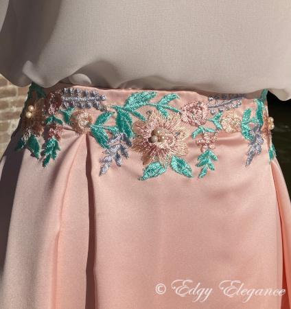 Satin_skirt_pink_close_up_5