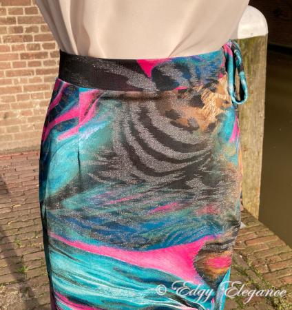 wrap_skirt_print_detail_5